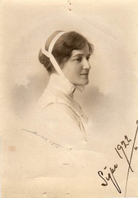 Syster Signe 1922, Signe Suhr